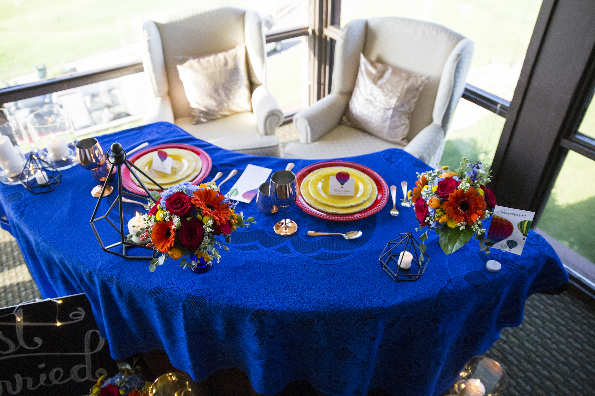 wedding planning design decor inspo real local New Mexico Perfect Wedding Guide couple bright color blue orange red hot air balloon love venue decor tablescape design sunflowers floral arrangement details indoor photography professional