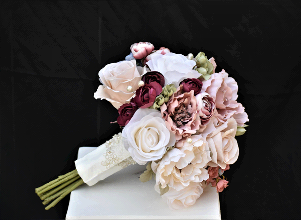 Perfect Wedding Guide wedding planning design inspiration budget floral bouquet arrangement New Mexico Albuquerque greenery Santa Fe flowers natural organic local traditional rose pearl dusty stem lace greenery pink gold