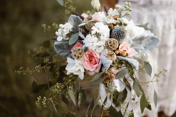 Perfect Wedding Guide wedding planning design inspiration budget floral bouquet arrangement New Mexico Albuquerque greenery Santa Fe flowers natural organic local unique greenery herb seed pod leafs rose blue pink