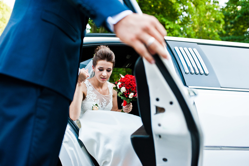 5 Benefits Of A Limo Hire Perth For Your Wedding {Guest Post!}
