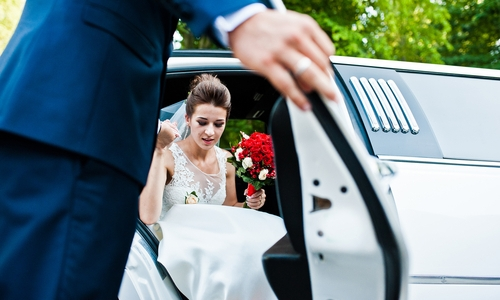 5 Benefits Of A Limo Hire Perth For Your Wedding {Guest Post