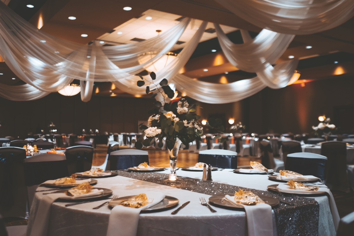 Simply Glowing: A Real Wedding at Embassy SuitesAlbuquerque